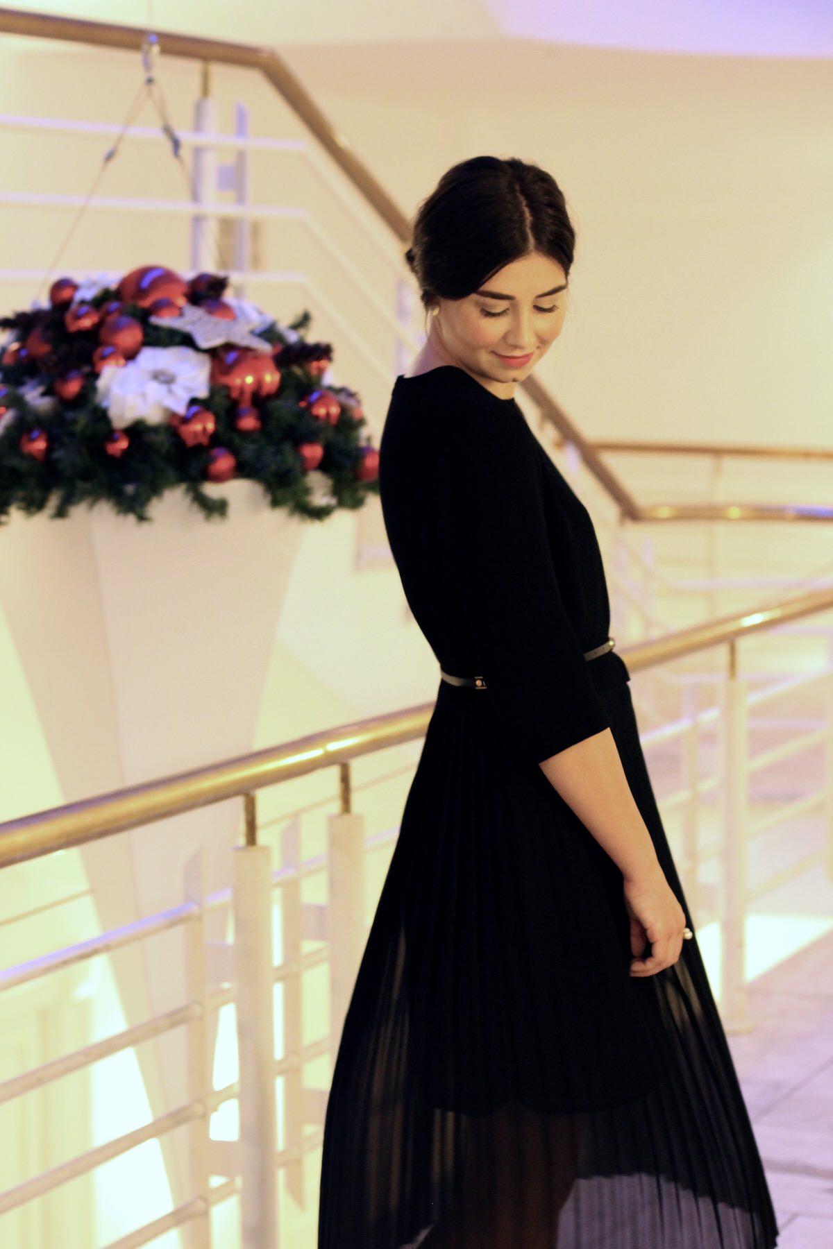 Zara Kleid, Prada Pumps, Weihnachtsoutfit