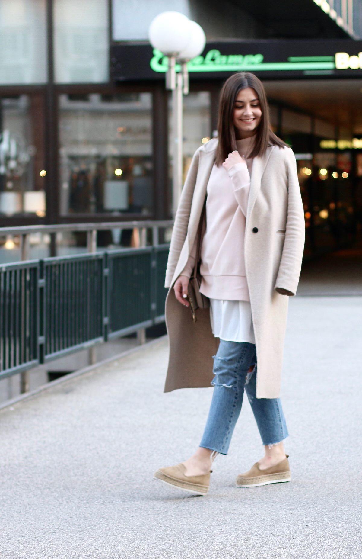 Hamburg, Levi's 501 Jeans, COS oversize-highneck Pullover, asos Bluse, Plateauschuhe, Chloé Faye grau/beige