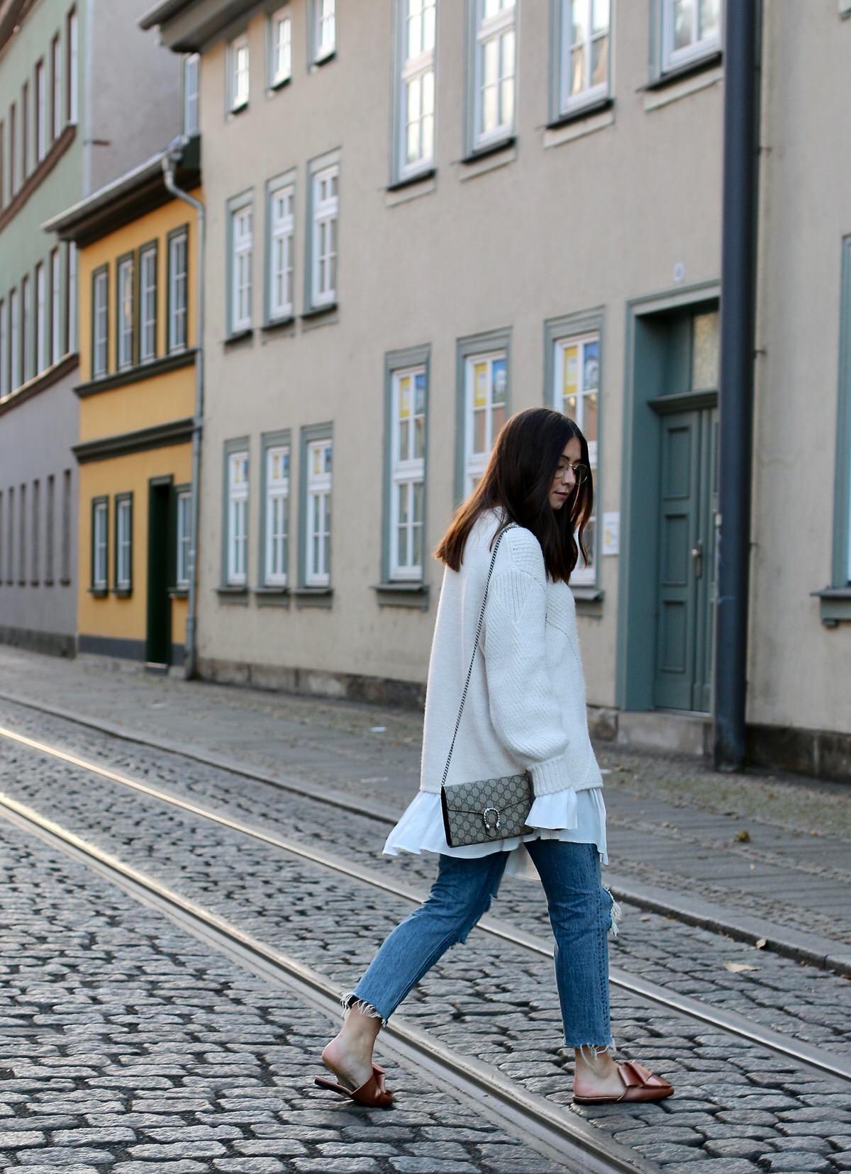 Levis 501 CT Jeans, rosa Satin Mules H&M, Edited Kleid, kuscheliger weißer Zara Pullover, Gucci Dionysus Mini, Pandora, Mac Lippenstift Viva Glam II