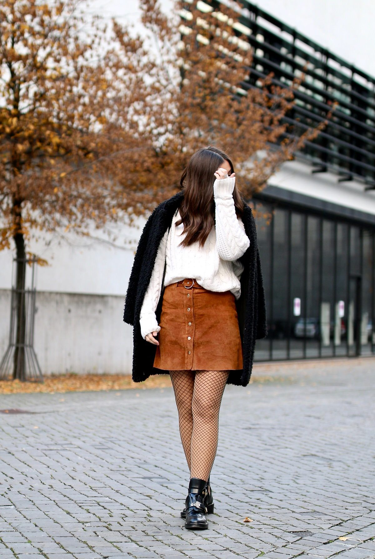 herbst outfit netzstrumpfhose wildleder rock balenciaga ceinture boots veronique sophie. Black Bedroom Furniture Sets. Home Design Ideas