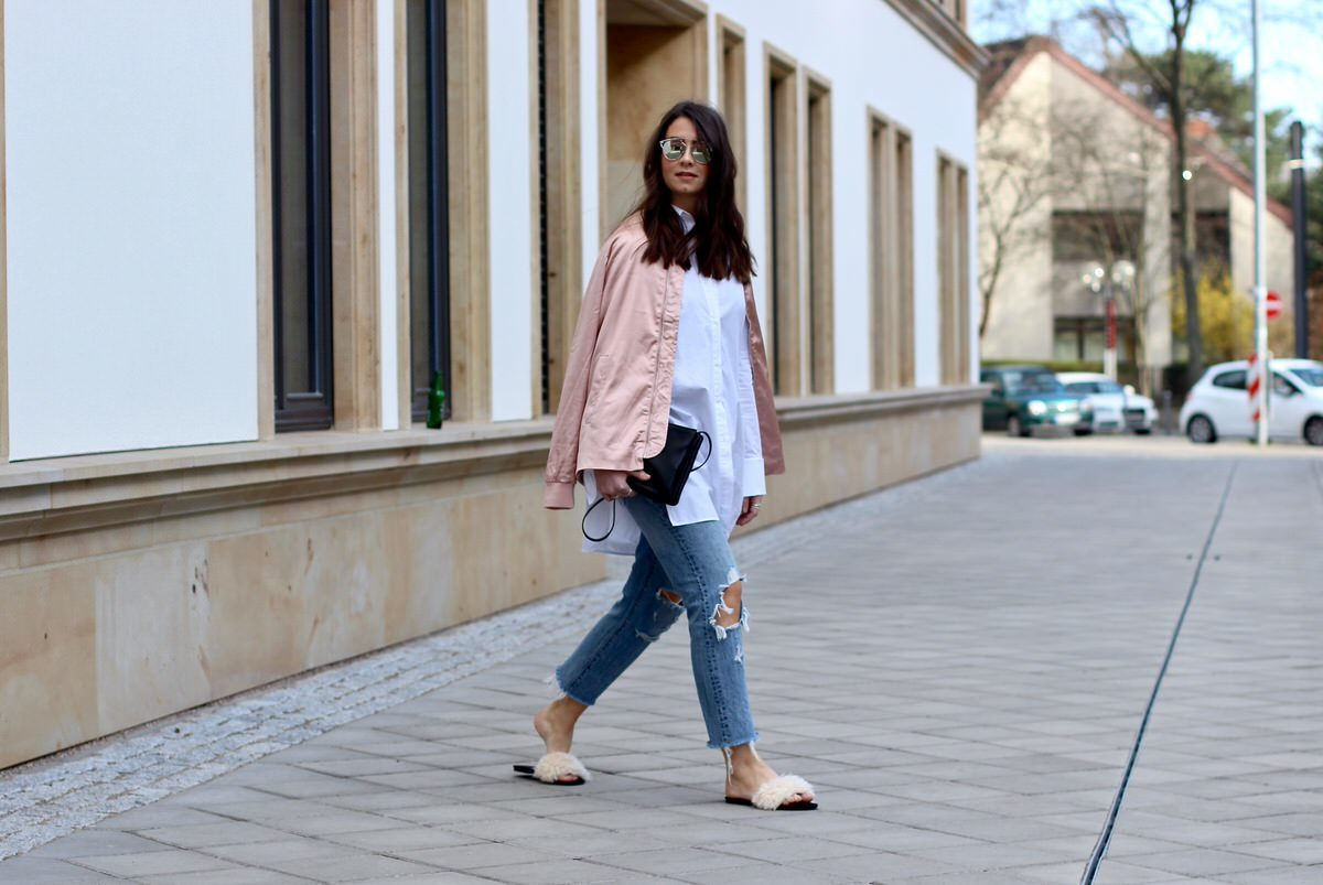 Edited Bluse Bomberjacke, rosa, Celine Trio Bag, Dior Sonnenbrille, Zara Schlappen, Levis 501 CT