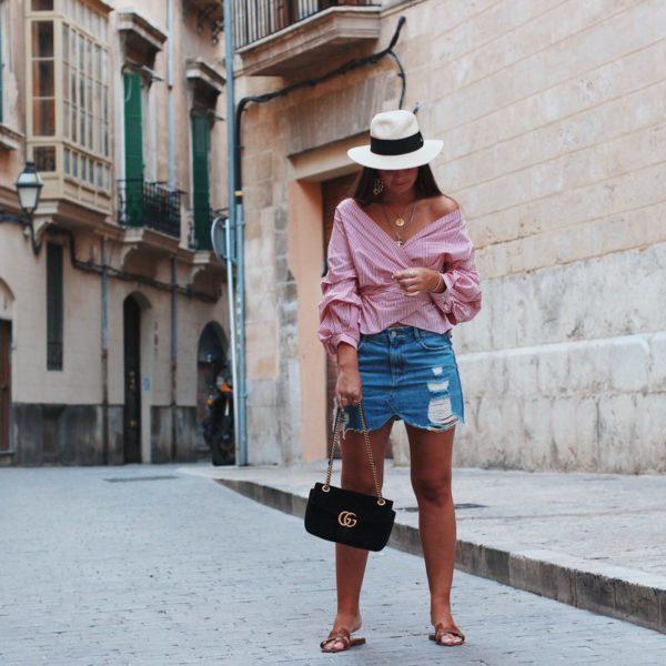 Outfit, Hermes Oran Sandalen, Zara Wickelbluse rot gestreift, Jeansrock & Gucci Marmont Samt schwarz, Hut, Mallorca, Palma, Streetstyle, Ketten gold, Chanel Kette, Münzkette