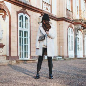 Winter-Look: Balenciaga Ceinture Boots, Lederhose, Crème Massimo Dutti Mantel, Gucci Dionysus Tasche, Ray Ban Round Metal Sonnenbrille, Beanie, Pandora Ringe, Schmuck, Erfurt, Thüringen, Bloggerin, Deutschland, Schloss Molsdorf