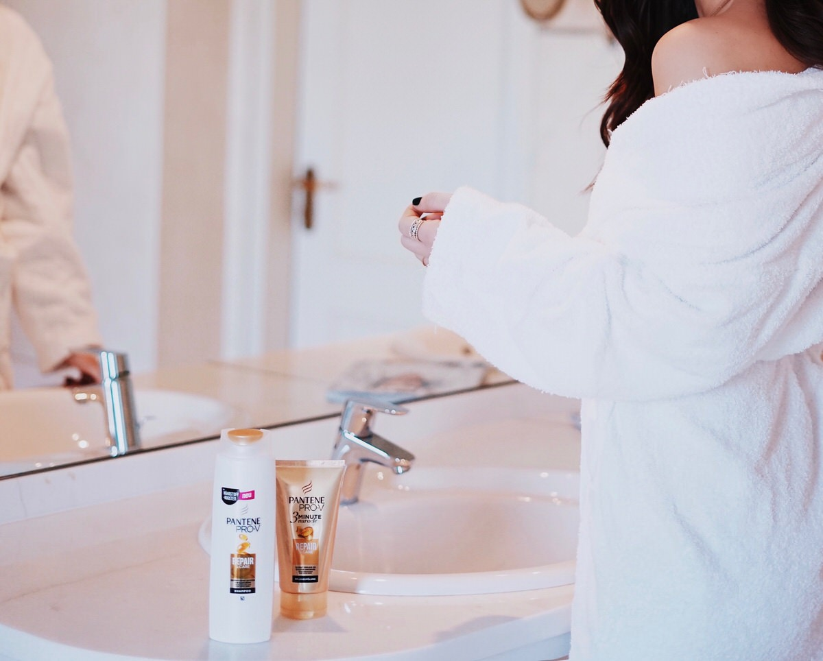 Pantene Pro-V, Shampoo, Repair & Care, innovativen Nährstoffkomplex, Nährstoff Booster, Gel-Netzwerk-Technologie, glänzende gesunde starke Haare